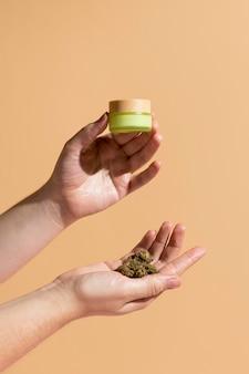Organiczny produkt do pielęgnacji skóry z cbd