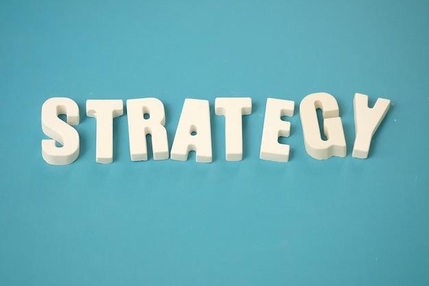 Organizuj białe litery strategia