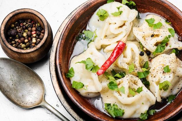 Orientalne pierogi z mięsem mielonym