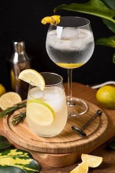 Orzeźwiające napoje gotowe do podania