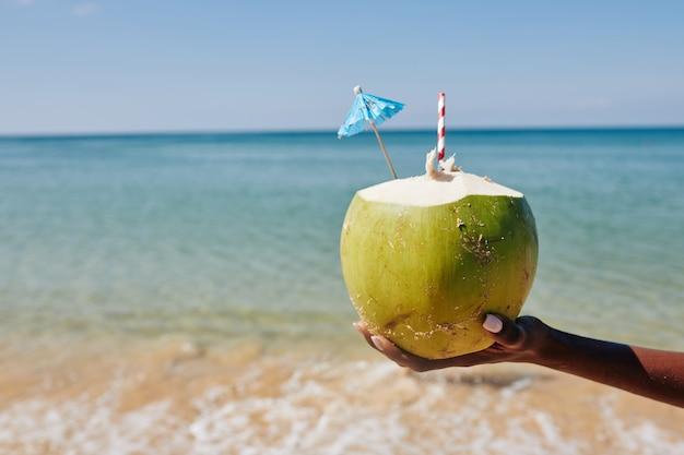 Orzeźwiający koktajl kokosowy