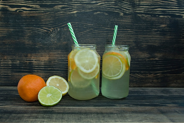 Orzeźwiający letni napój z owoców cytrusowych