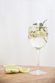 Orzeźwiający napój z limonką