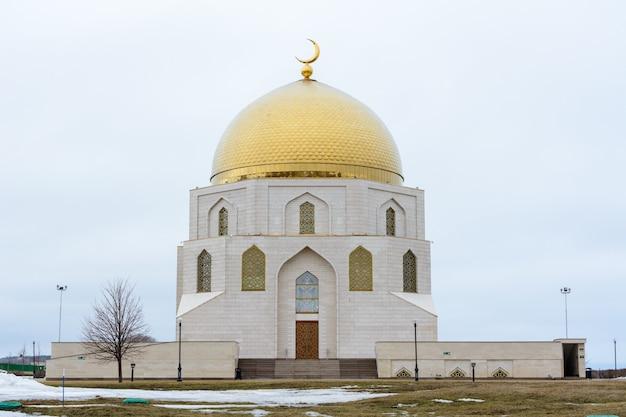 Osada bułgarska. muzeum koranu i pomnik gmachu przyjęcia islamu w starożytnym mieście bolgar, tatarstan, rosja.