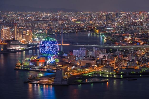 Osaka zatoka przy półmrokiem, widok na cosmo wierza, osaka japonia