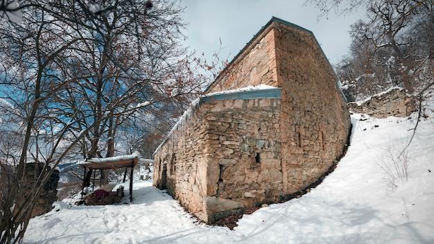 Osetia południowa. starożytny chrześcijański kościół św. jerzego w armaz, 864 rok.