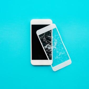 Osłona ze szkła hartowanego lub folia na ekran z koncepcjami ochrony telefonu komórkowego