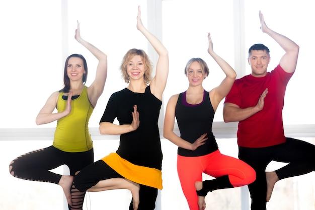 Osób uprawiających ćwiczenia równowagi