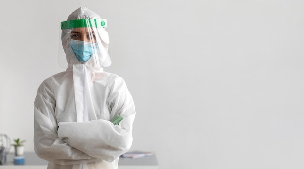 Osoba nosząca sprzęt ochronny z miejscem na kopię