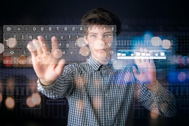 Osoba używa interfejsów wirtualnej klawiatury 3d