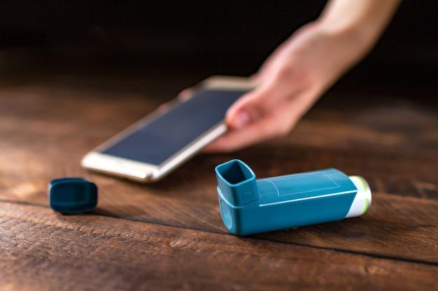Osoba z astmą straciła przytomność podczas ataku astmy.