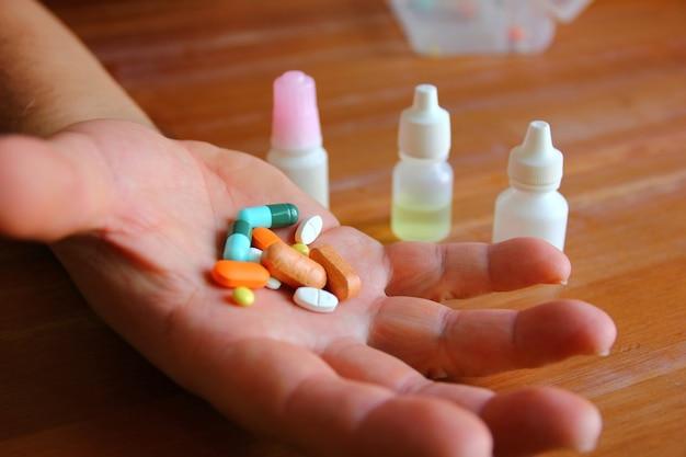 Osobiste leki na ręce dorosłego mężczyzny