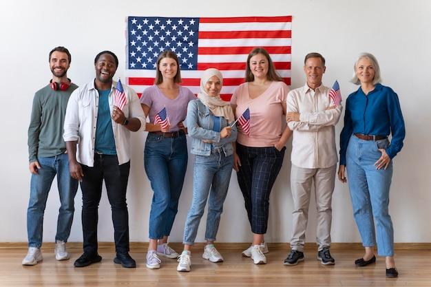 Osoby pozujące razem w dniu rejestracji