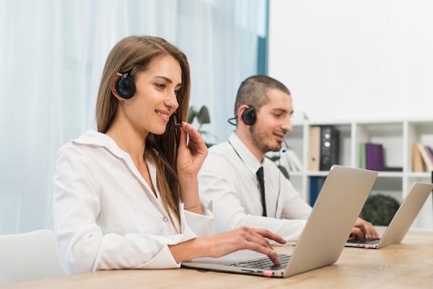 Osoby pracujące w call center