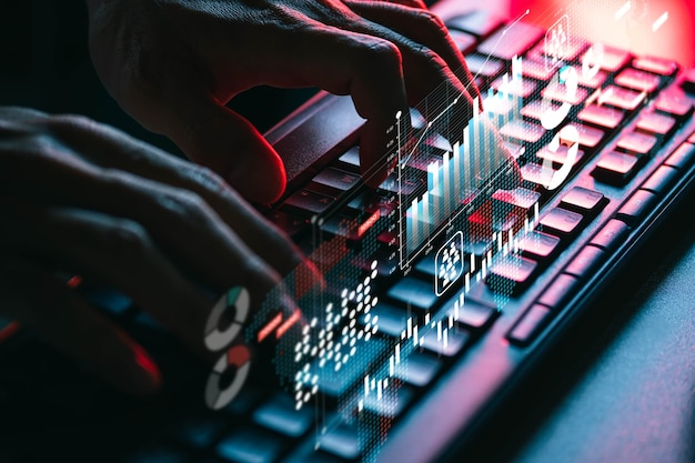 Osoby używające klawiatury komputerowej do wyszukiwania, pracy, zakupów, e-learningu i kontaktów społecznościowych