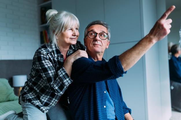 Osoby w podeszłym wieku para w domu starców