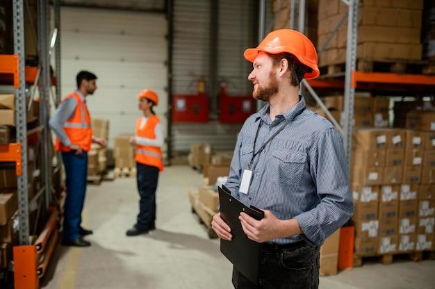 Osoby w sprzęcie ochronnym w pracy