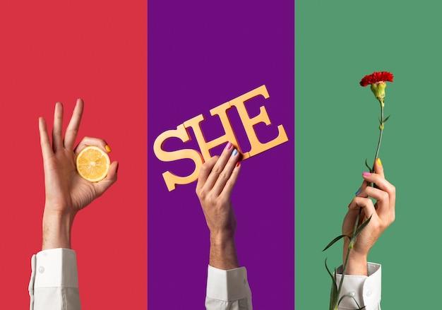 Osoby z płynną płcią trzymające papierowy zaimek lub inny element