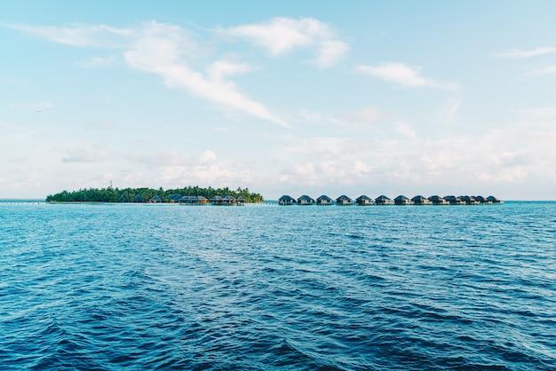 Ośrodek na malediwach z oceanem