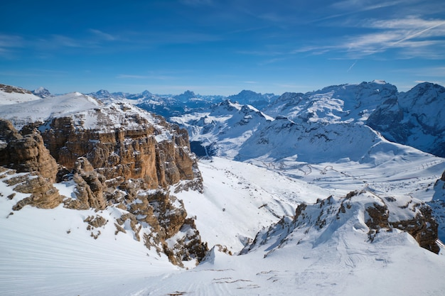 Ośrodek narciarski w dolomitach we włoszech