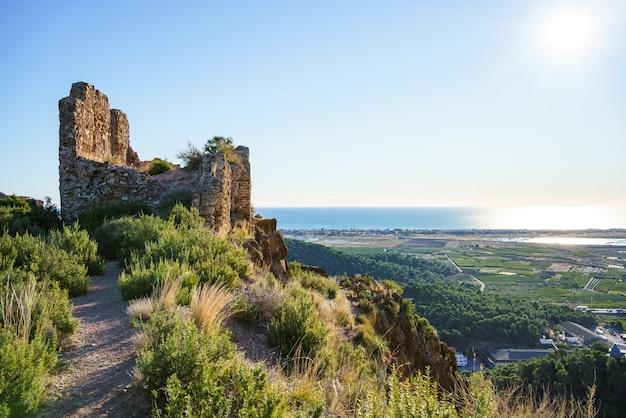 Ostatnie pozostałości zrujnowanego zamku w hiszpanii
