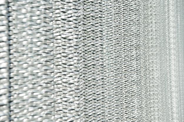 Ostra metaliczna tekstura tło z folii srebrnej toczenie powierzchni metalowej siatka metaliczna ochronna