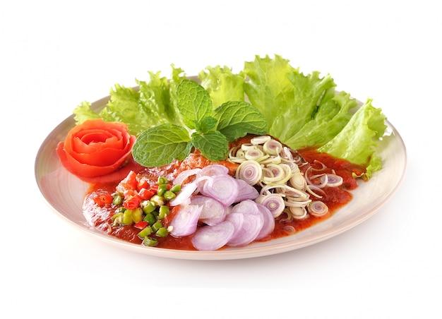 Ostre sardynki w sosie pomidorowym, konserwy rybne, mniam tajskie jedzenie stylu