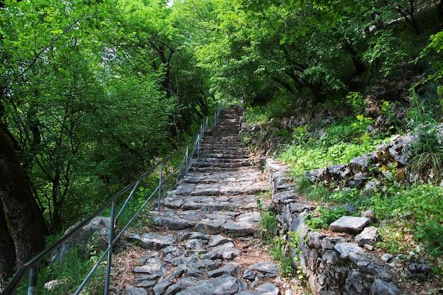 Ostrog - starożytny klasztor prawosławny w czarnogórze