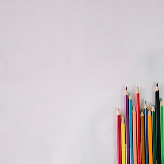 Ostry kolorowy ołówek