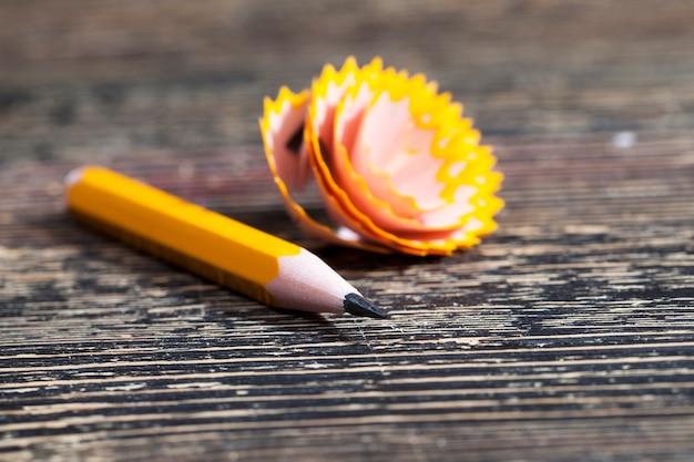 Ostrzenie jednego ołówka