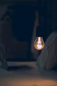 Oświetlenie domowej lampy stołowej