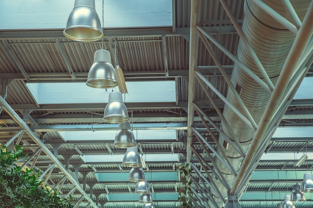Oświetlenie w pomieszczeniach przemysłowych na dużej powierzchni do pracy