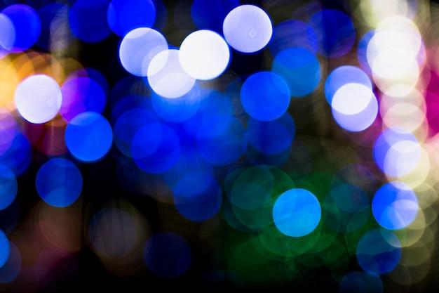 Oświetlony niebieski bokeh streszczenie tło