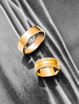 Oszałamiające pierścionki zaręczynowe w złotym kolorze żółtym