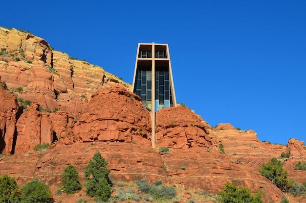 Oszałamiający kościół chrześcijański znany jako kaplica świętego krzyża.