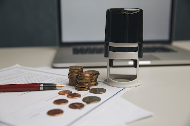 Oszczędność koncepcji pieniędzy, wykres, stosy monet