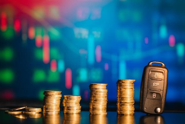 Oszczędność pieniędzy na samochód. koncepcja ubezpieczenia, pożyczki, finansów i zakupu samochodu.