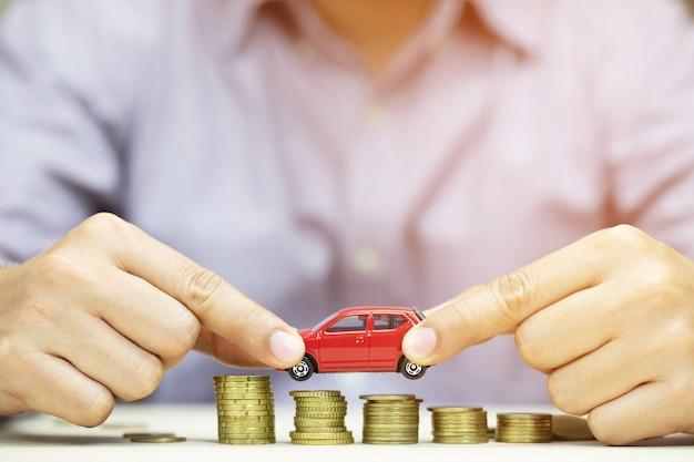 Oszczędność pieniędzy na samochód lub handel za gotówkę