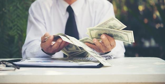 Oszczędności osoby starsze osoby waluty