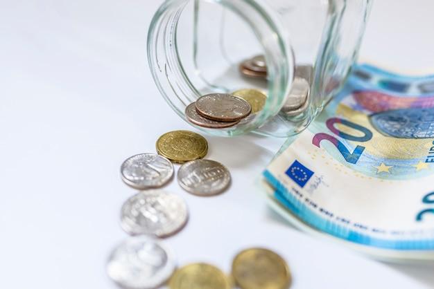 Oszczędności, pieniędzy, ubezpieczenia renty, koncepcji emerytalnej i ludzi