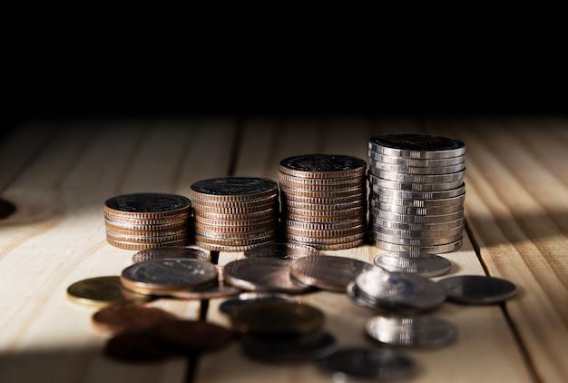 Oszczędzanie pieniędzy i koncepcja bankowości konta bankowego