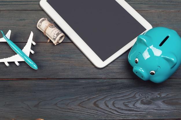 Oszczędzanie planowania budżetu podróży na wakacje koncepcji