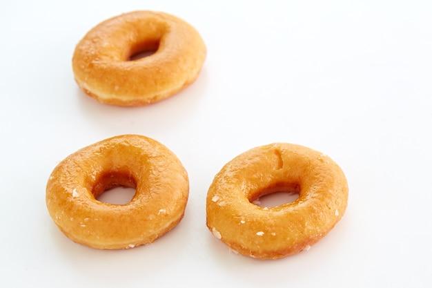 Oszklony donutson białe tło