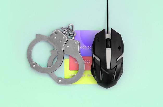 Oszustwa związane z kartami kredytowymi i pranie pieniędzy