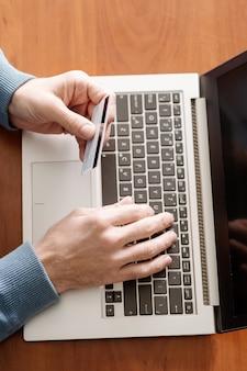 Oszustwo internetowe oszustwa internetowe przy użyciu kart kredytowych