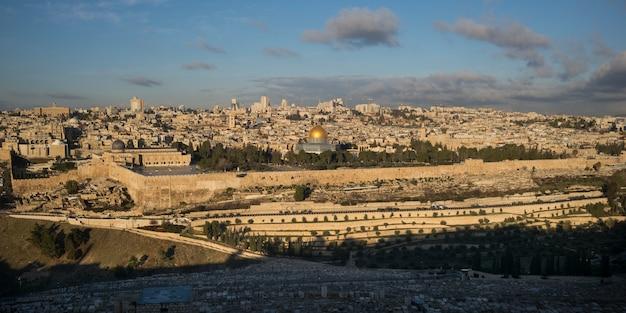 Otaczająca ściana z kopułą skały i meczet al-aksa, stare miasto, jerozolima, izrael