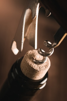 Otwarcie butelki wina
