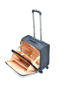 Otwarta czarna rolkowa laptop walizka odizolowywająca na bielu