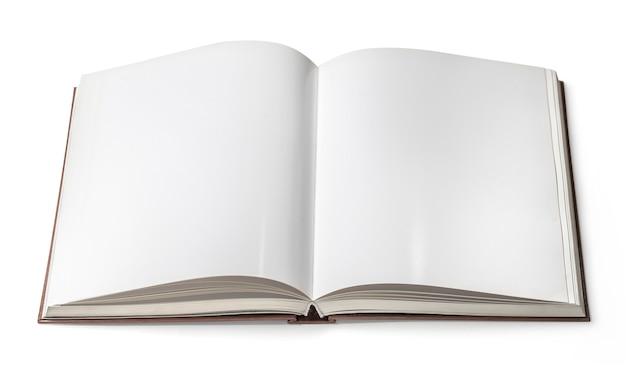 Otwarta książka na białym tle