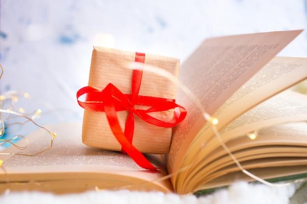Otwarta książka. serce ze stron książki. historia miłosna